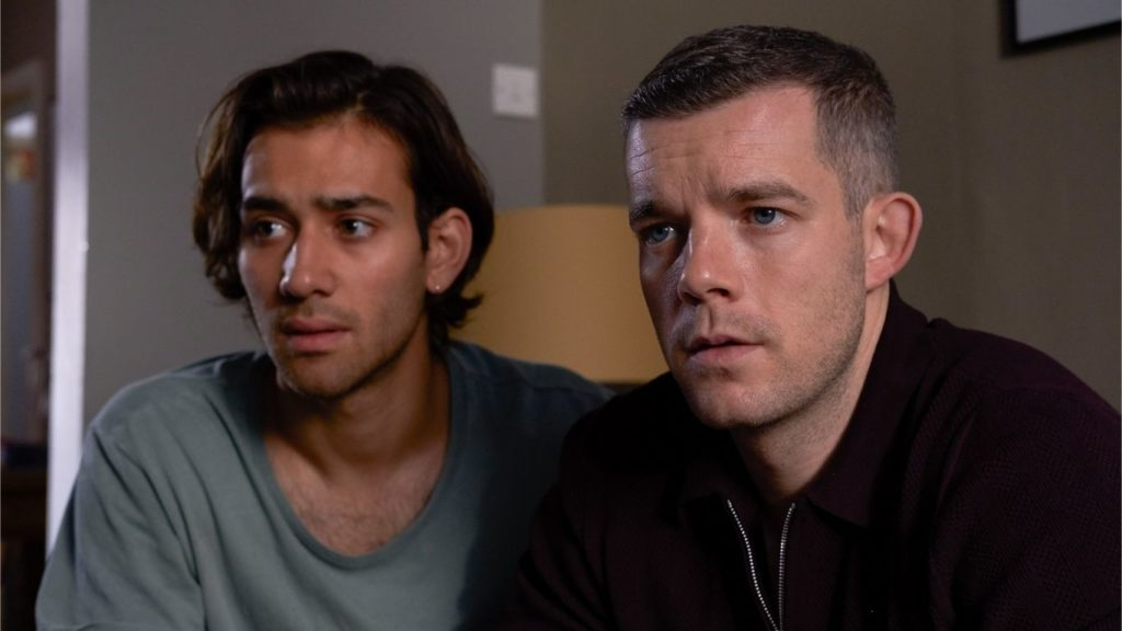 Russell Tovey et Max Baldry dans la série Years and Years